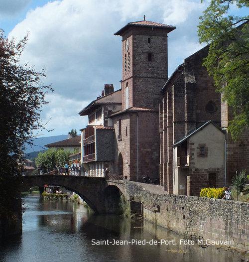 768px-Eglise_de_l'Assomption_de_Saint-Jean-Pied-de-Port+foto+Matthieu+Gauvain.jpg