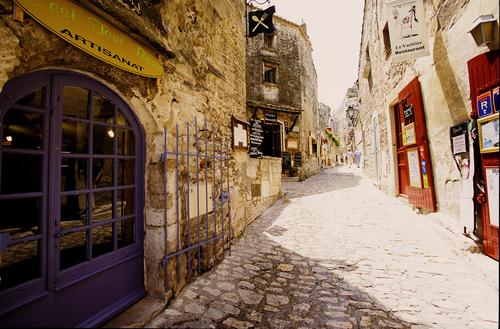 gatan upp i les baux de Provence. foto V. FORMICA