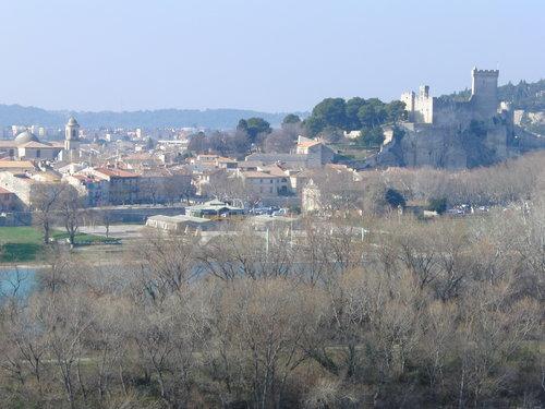 Beaucaire sett från Tarascon foto Eponimm