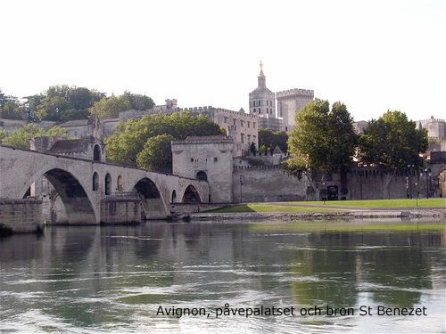 Avignon, påvepalatset och bron saint bénézet.jpg