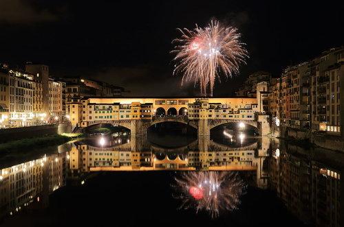 florens. fyrverkeri från ponte vecchio