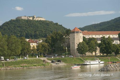 Donau+Wien-Budapest_Hainburg_Hainburg_Burganlage+am+Schlossberg_Götzenturm+©Donau+Touristik.jpg