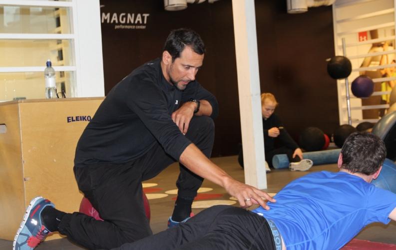 Marcel i aktivitet med en kunde hos Magnat Center i Oslo