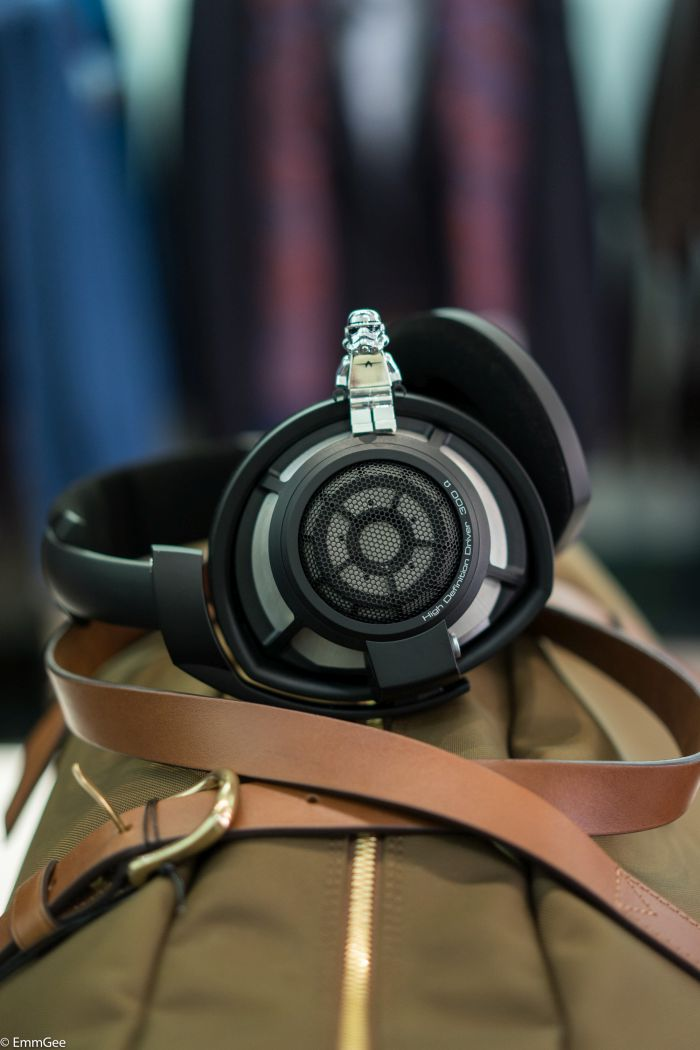 The new high-quality black metal casing on Sennheiser HD800s is a joy to behold.  Mismo from Denmark  use classic craftsmanship to design these beautiful bags by using traditional methods.