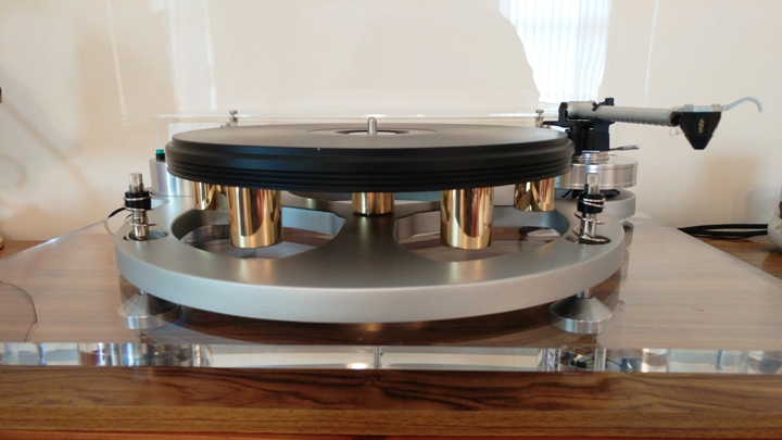 Platter in place from the front of the turntable.