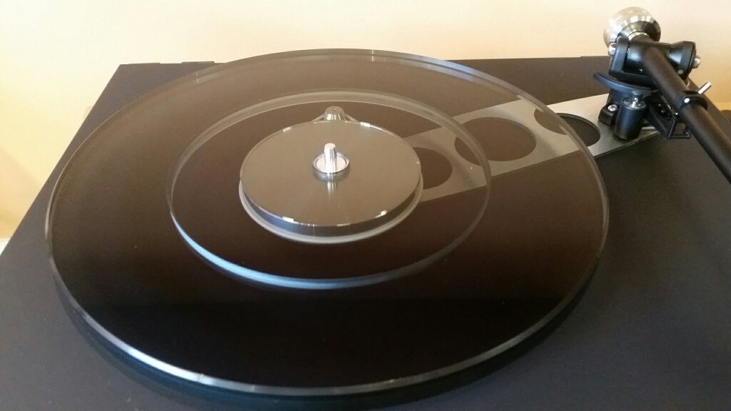 details: twin layer glass platter and machined hub