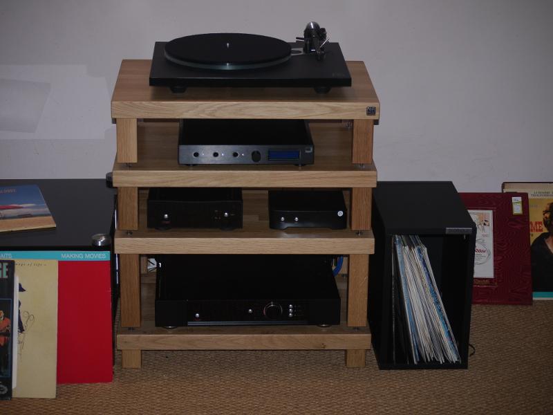 System used  Rega Planar 6 ,  Rega Aria ,  Rega Elicit . Sc-1 second shelf. We played with various speakers.