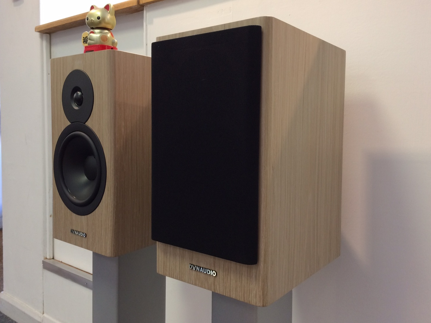 Dynaudio Evoke 20. Blonde Wood