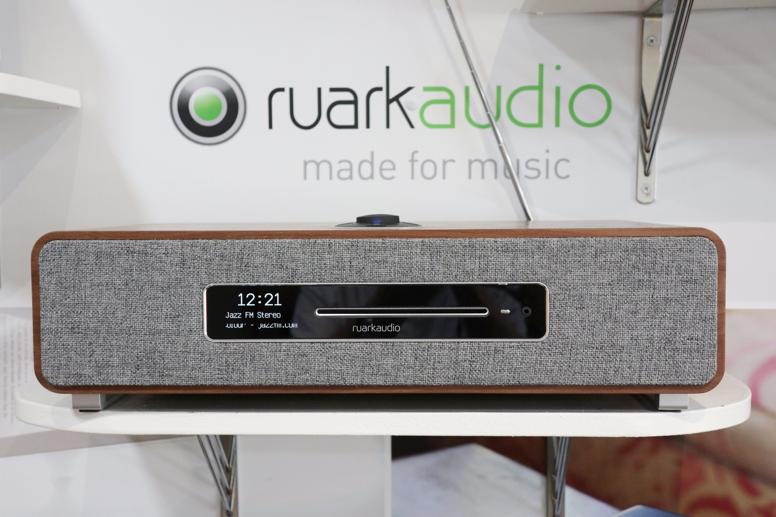 The wonderful walnut wood and lovely lush sound of the Ruark R5 is something to be experienced. The canvas front and minimalistic look give it a fantastic modern look that catches the eye and is backed up with a very solid sound.
