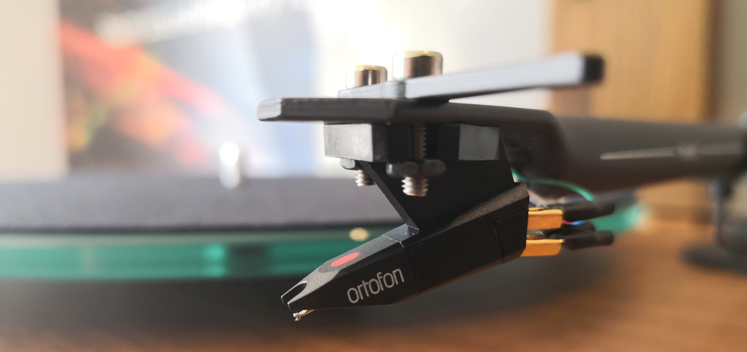 The well built tonearm is fitted with an old favourite, the Ortofon OM5e cartridge.