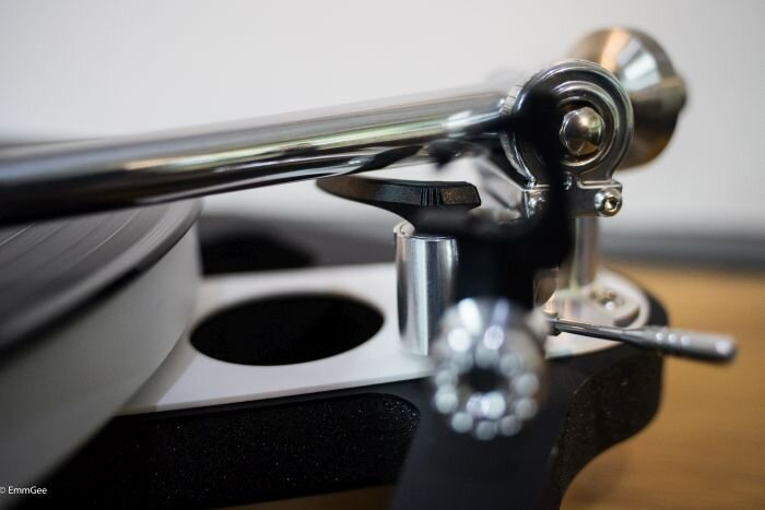 The Planar 10 features the new RB3000 tonearm fitted with an improved, low mass, precision bias housing.