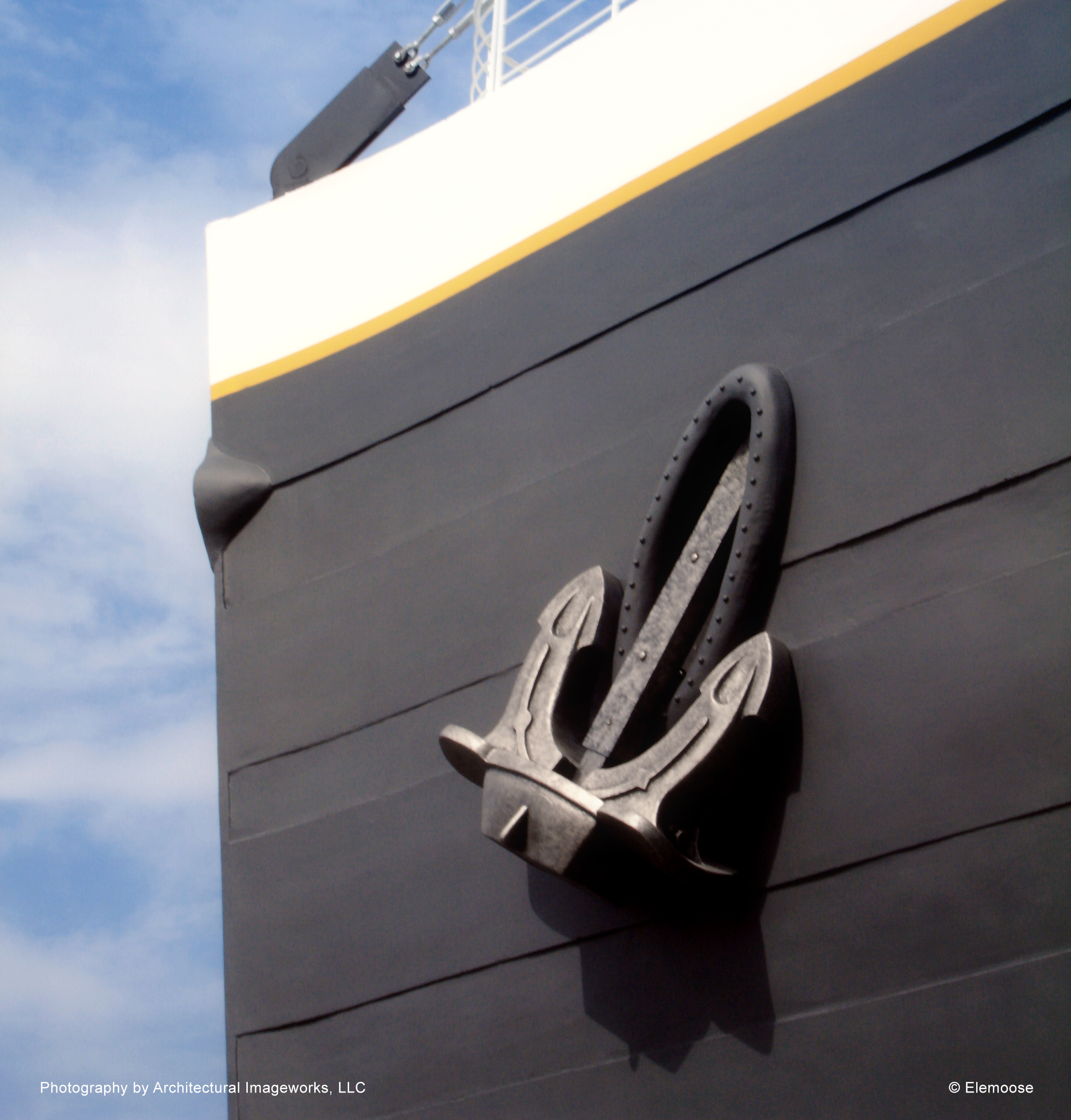 foam-replica-custom-paint-finish-titanic-museum-anchor.jpg
