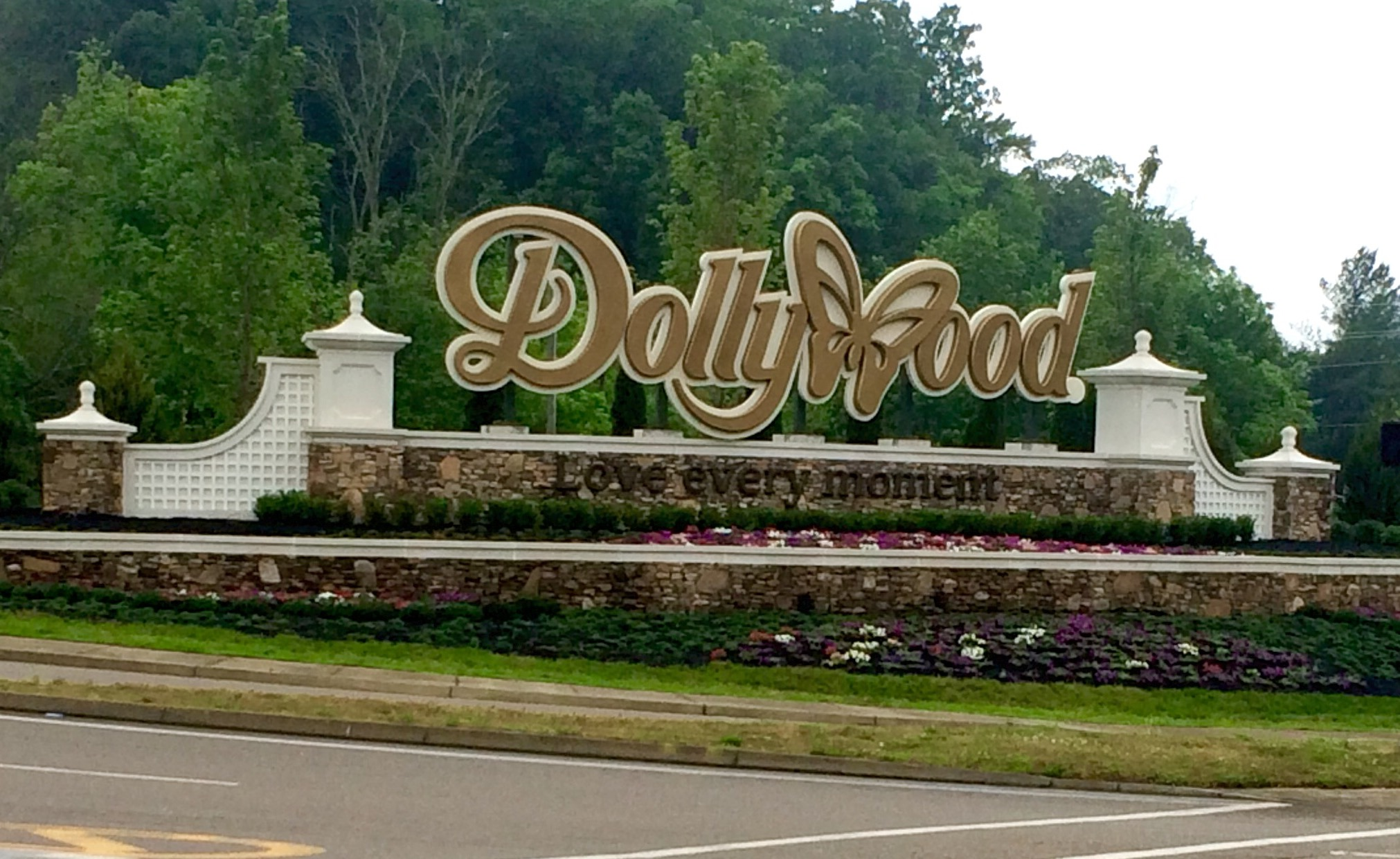 cut-foam-dimensional-letters-main-id-sign-dollywood-pigeon-forge-tn.jpg