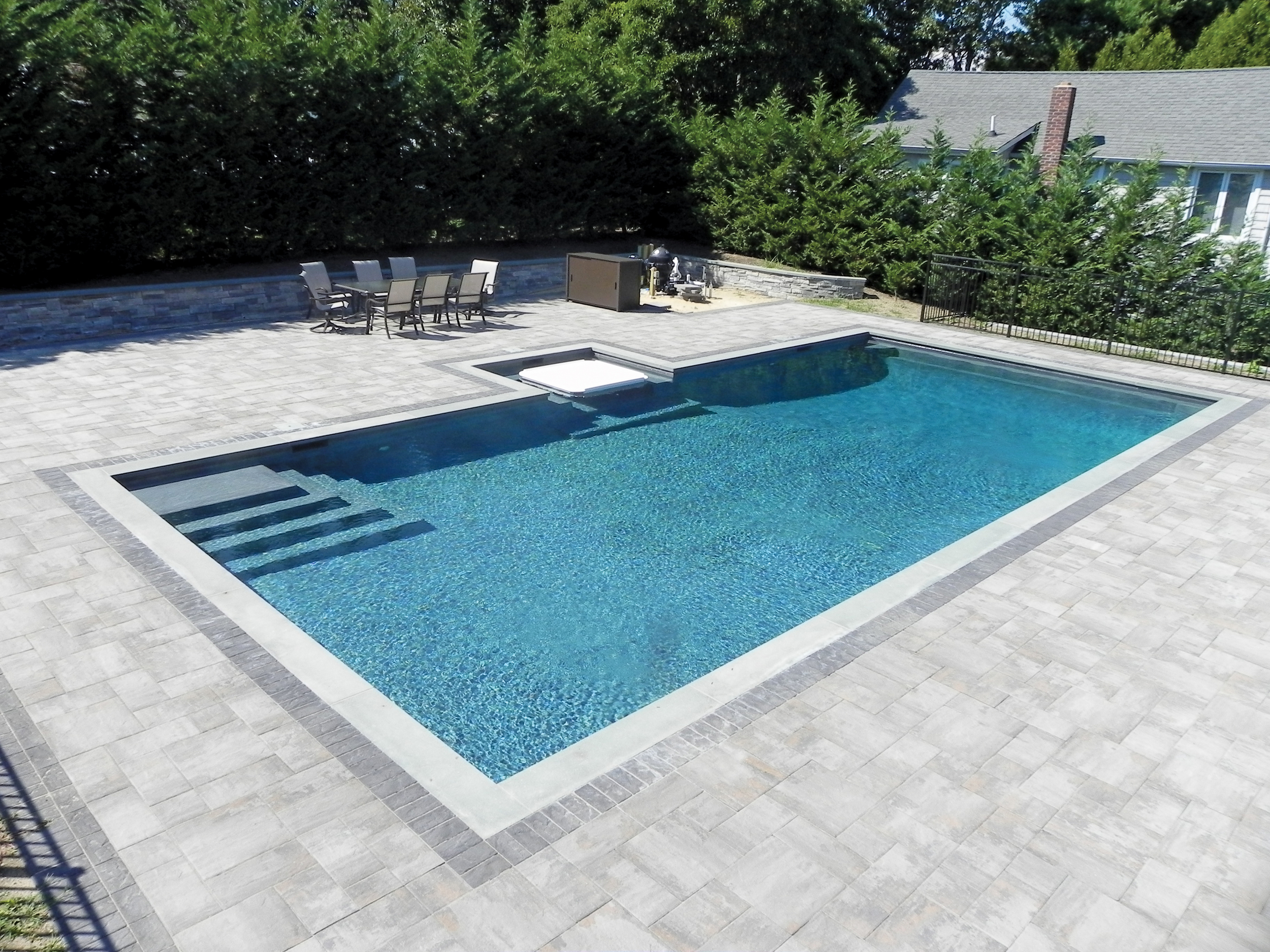 Pelican Pools  -  Silver , Gunite Traditional