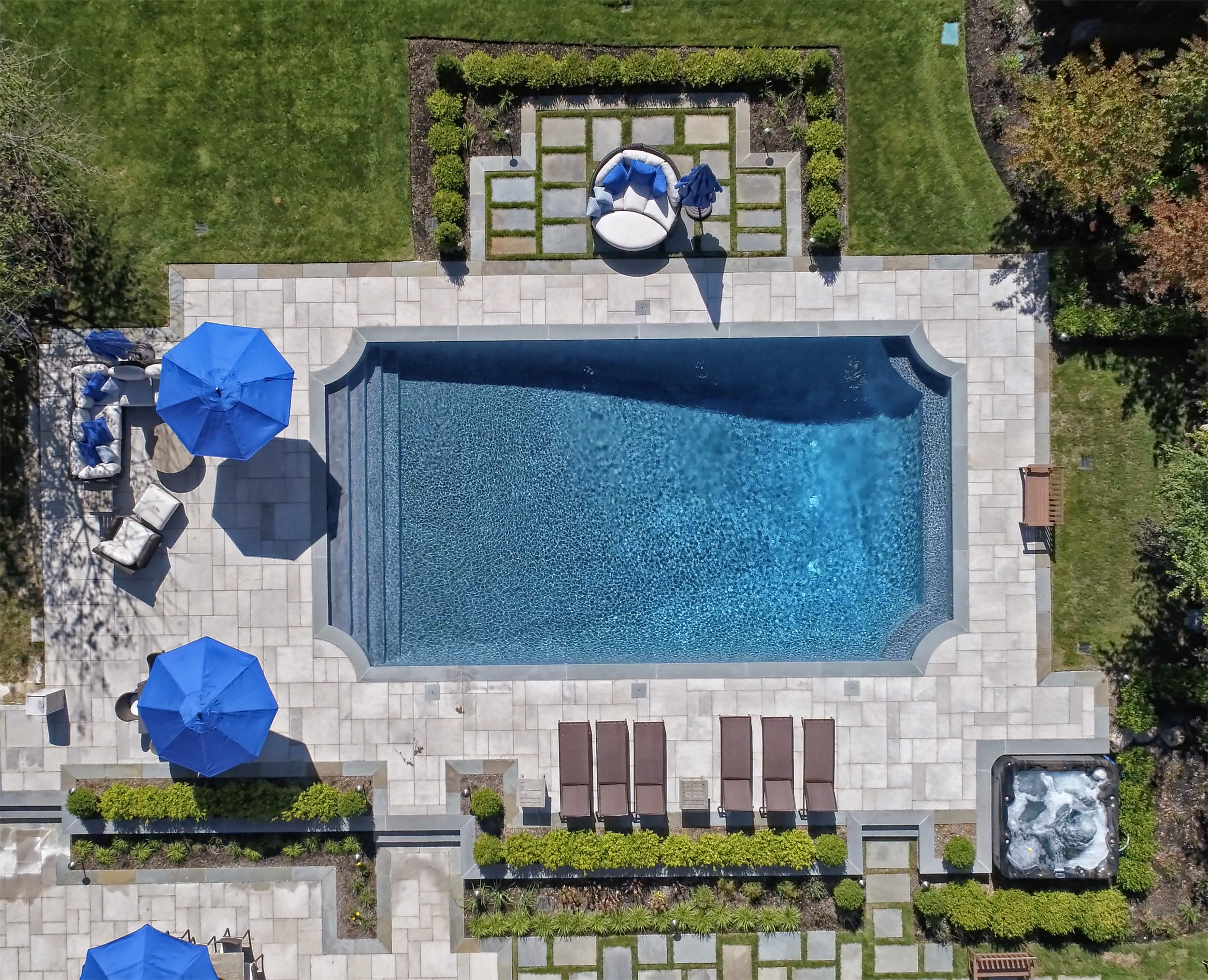 Cat4 Gunite Traditional Silver Swimming Pools by Jack Anthony.jpg