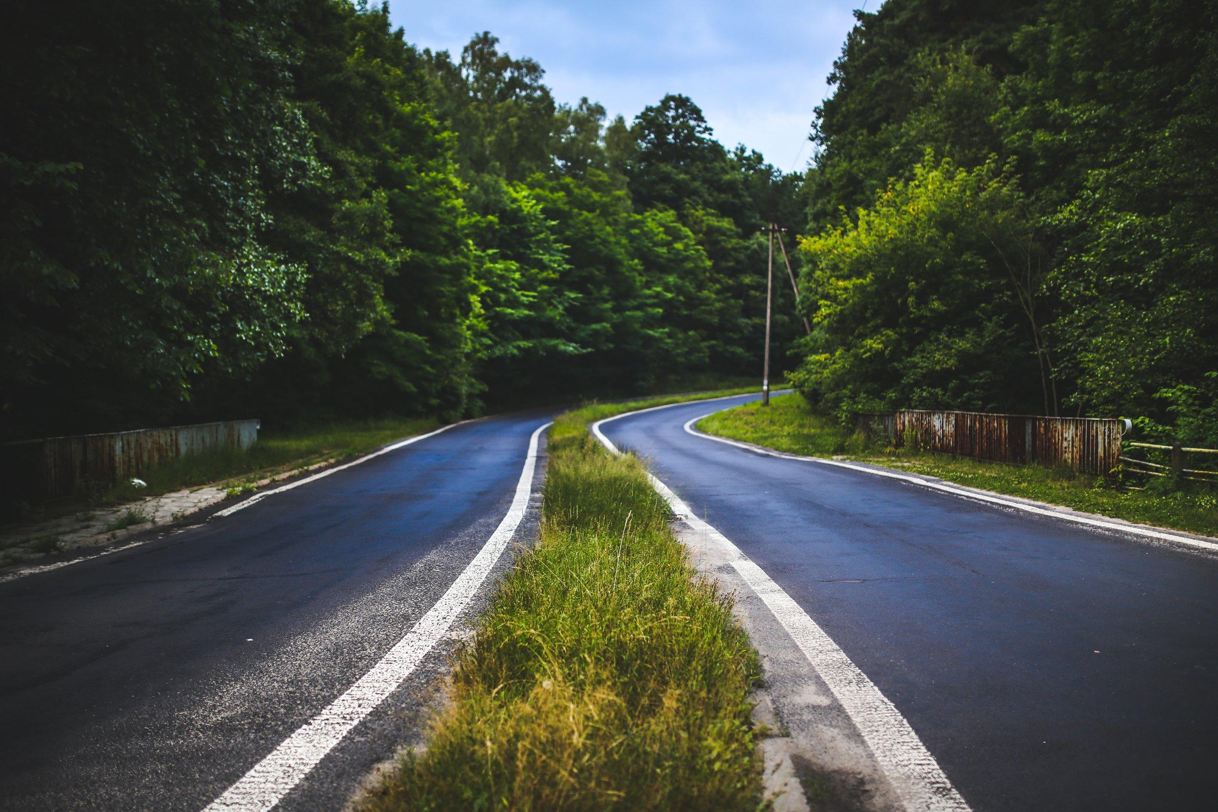 asphalt-countryside-curve-5967.jpg