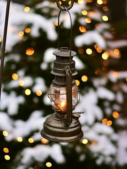lantern-2996652_960_720.jpg