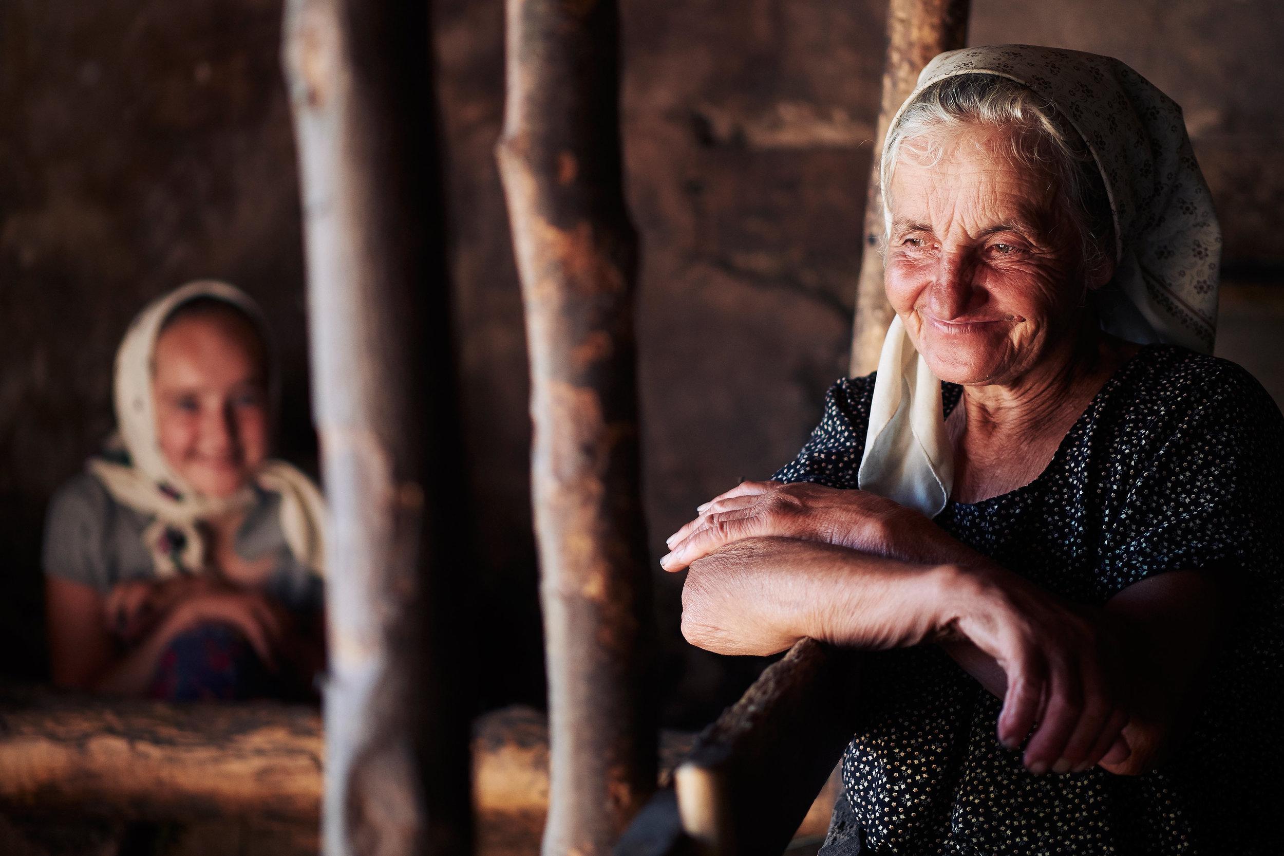 Grandmother-and-granddaughter-portrait-Maramures-Romania