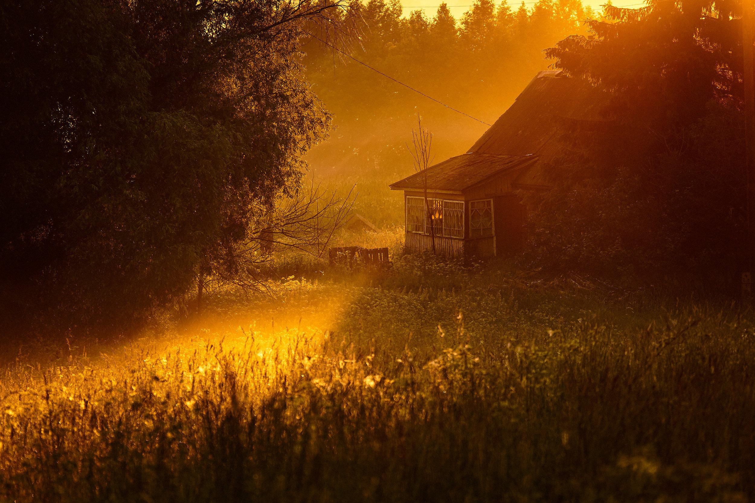 Braslav-house-sunrise-Belarus