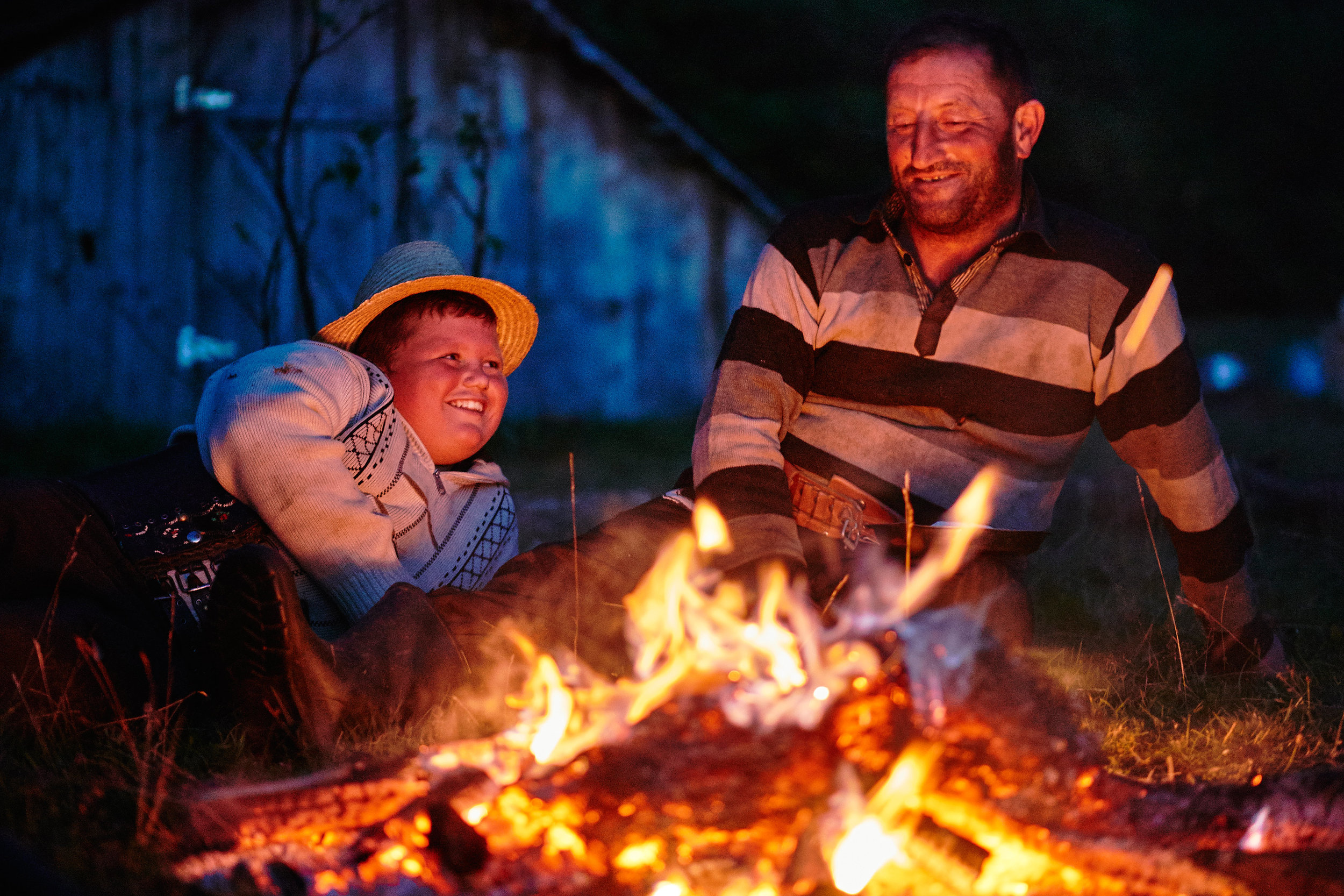 Romania-Maramures-son-and-father-by-the-fire