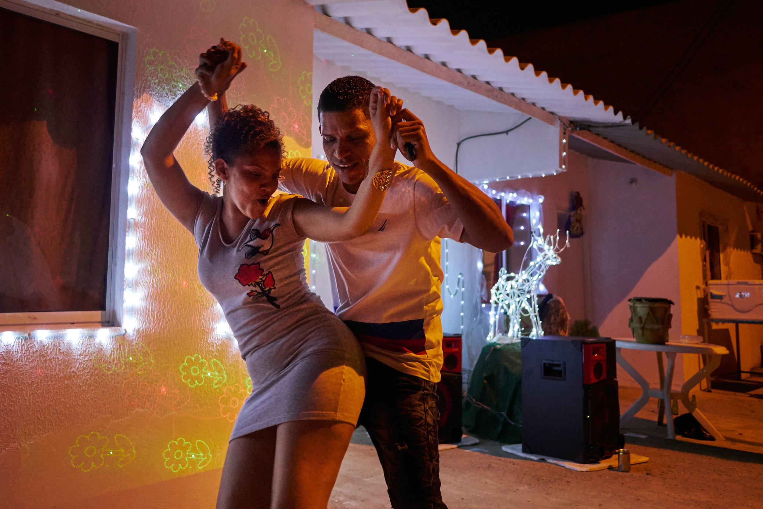 Cartagena-Colombia-dancing-fiesta-Colombiana