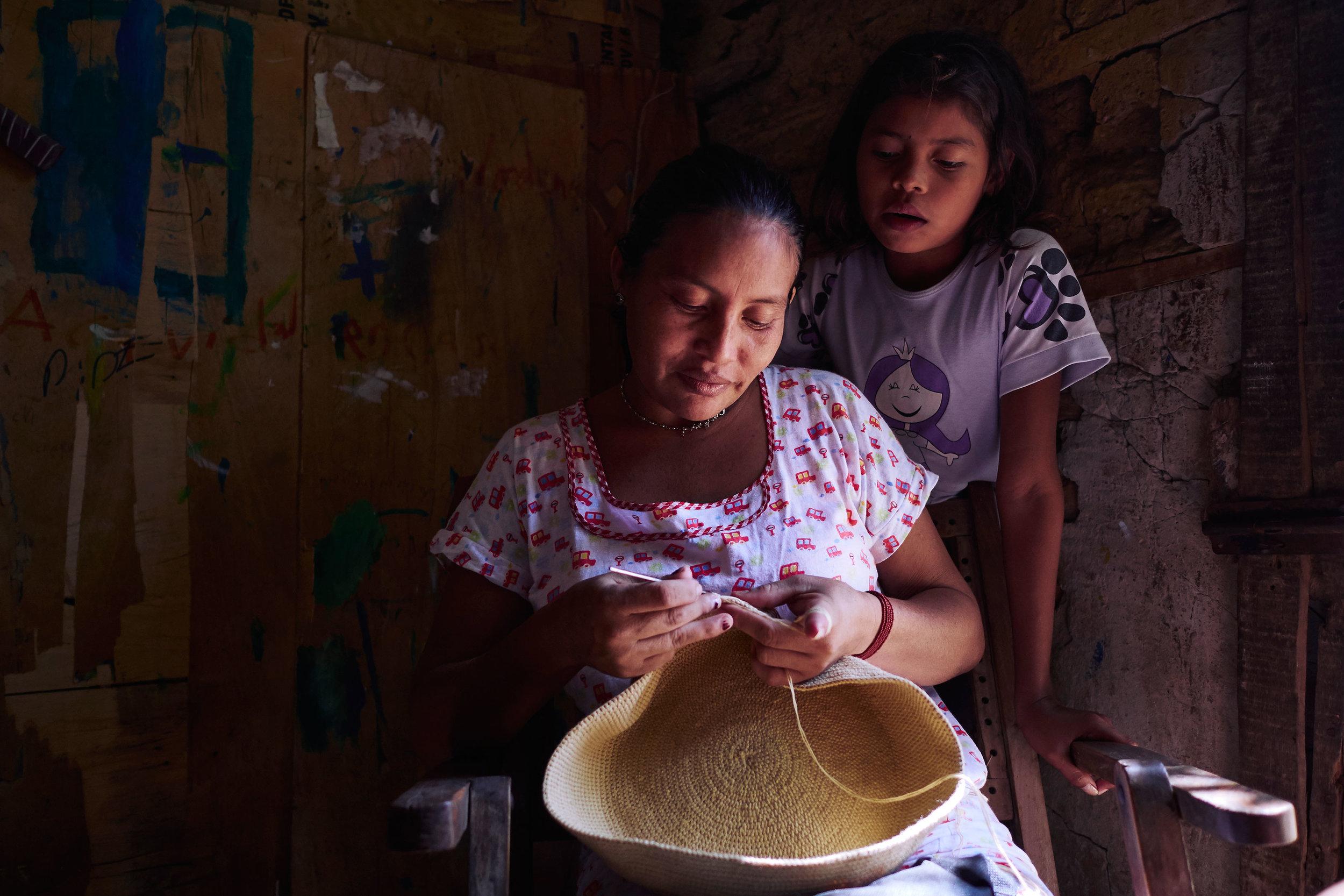 Colombia-travel-Riohacha-Wayuu-woman-weaving-a-traditional-bag