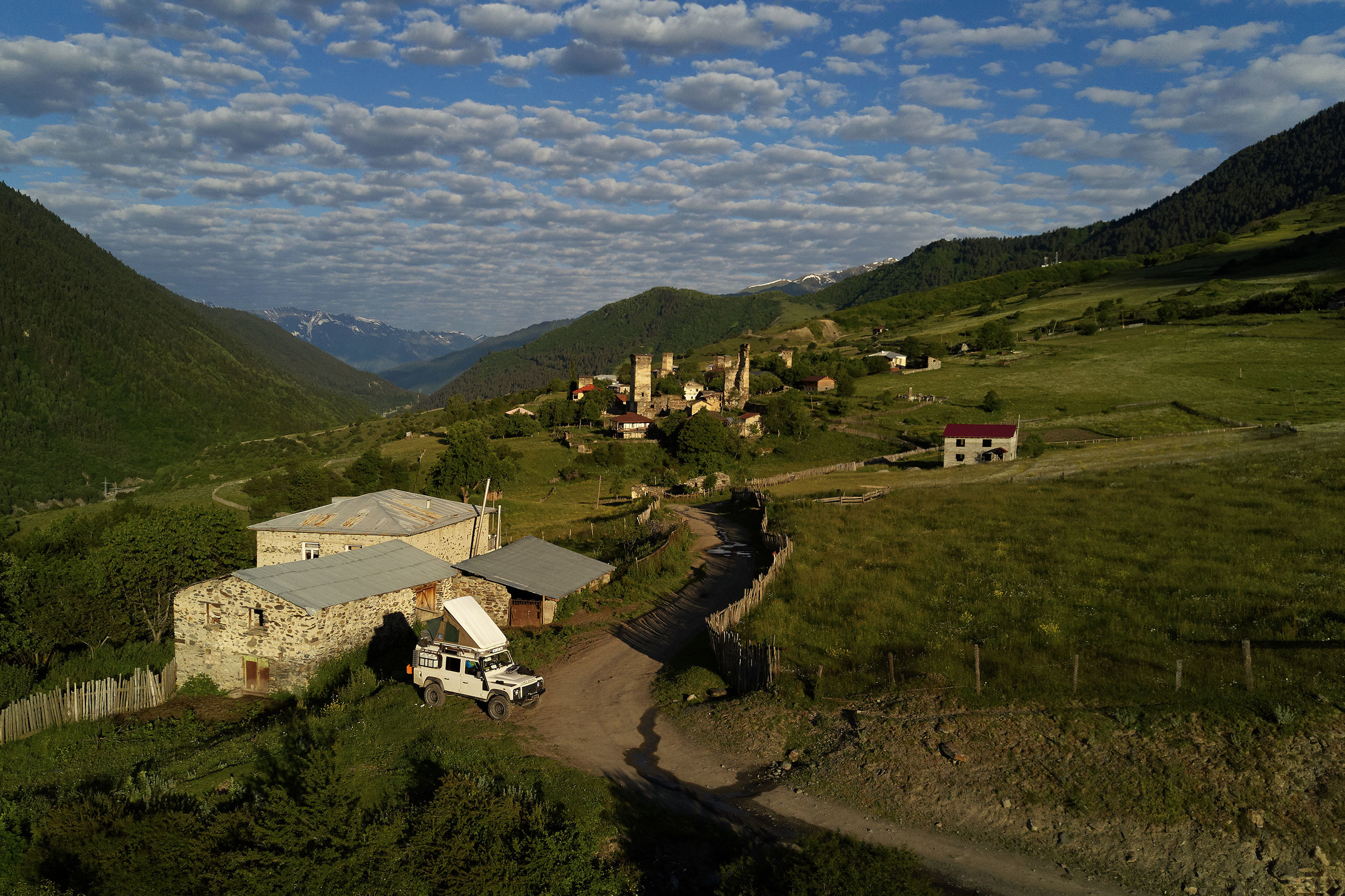 Svaneti-Landrover-in-a-village
