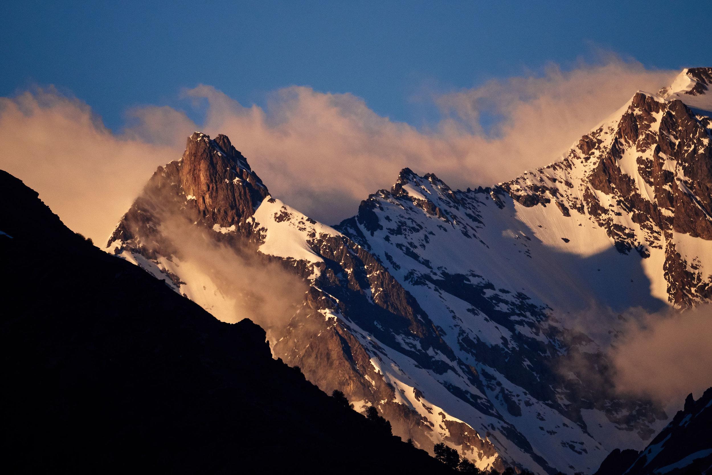 Svaneti-mountain-tops-at-sunset