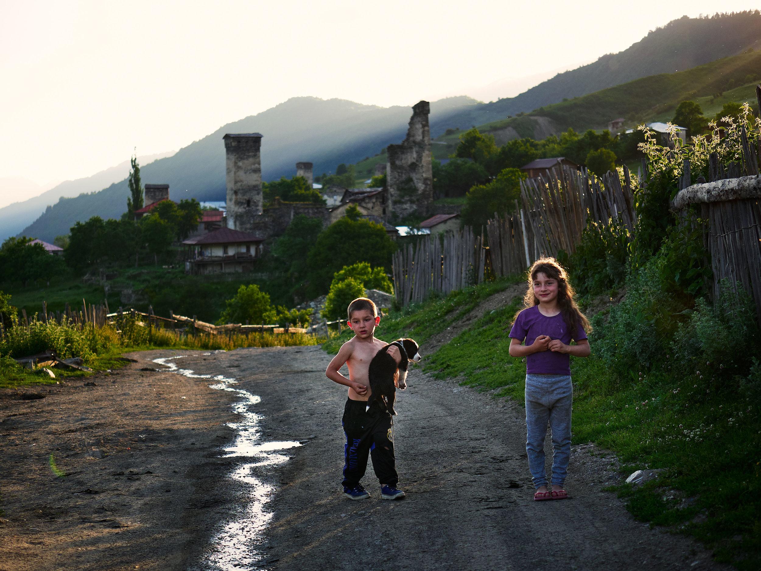 Svaneti-children-with-puppy