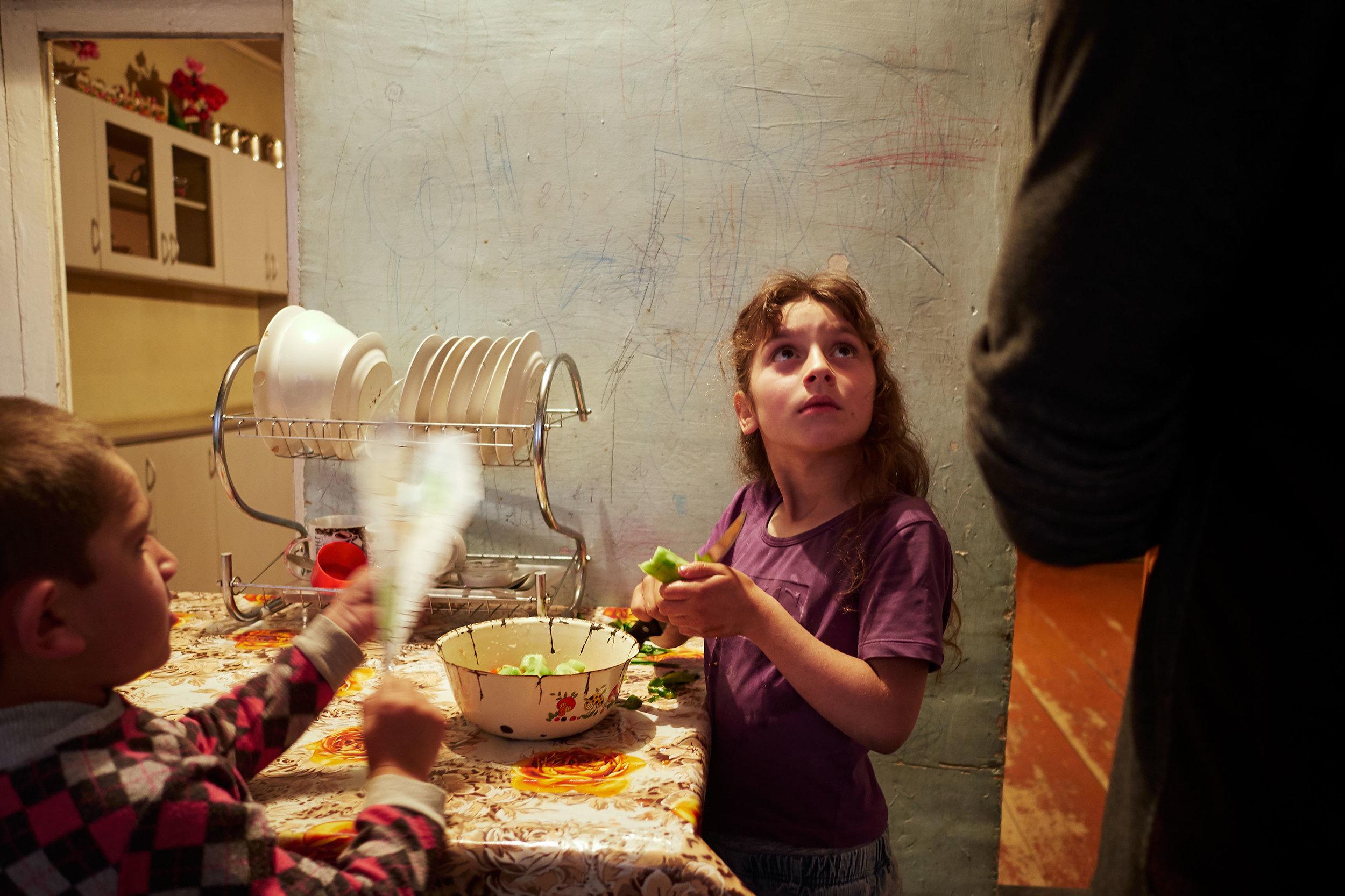 Svaneti-dinner-with-family