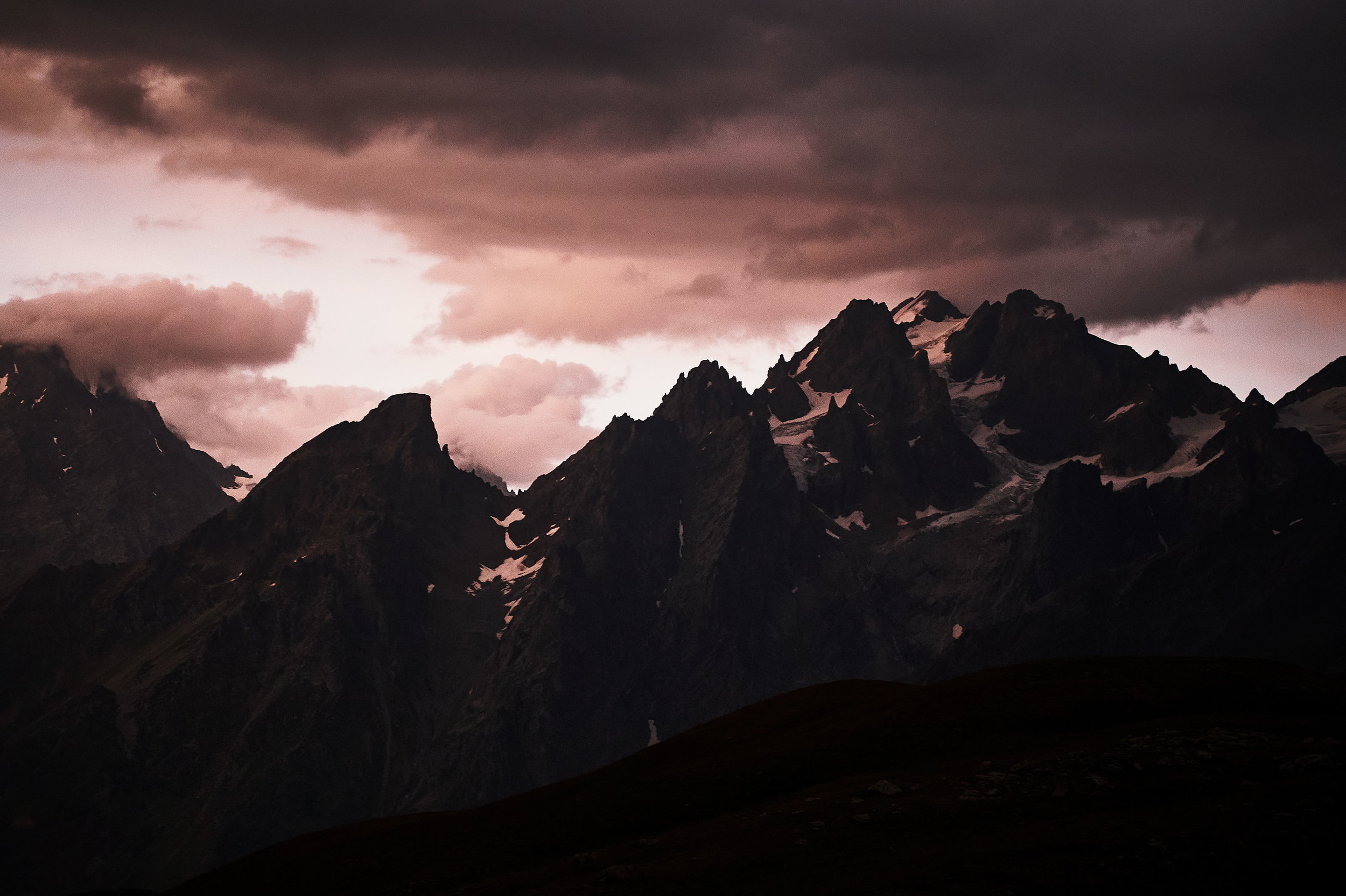 travel-photography-tips-mountain-peaks-dramatic