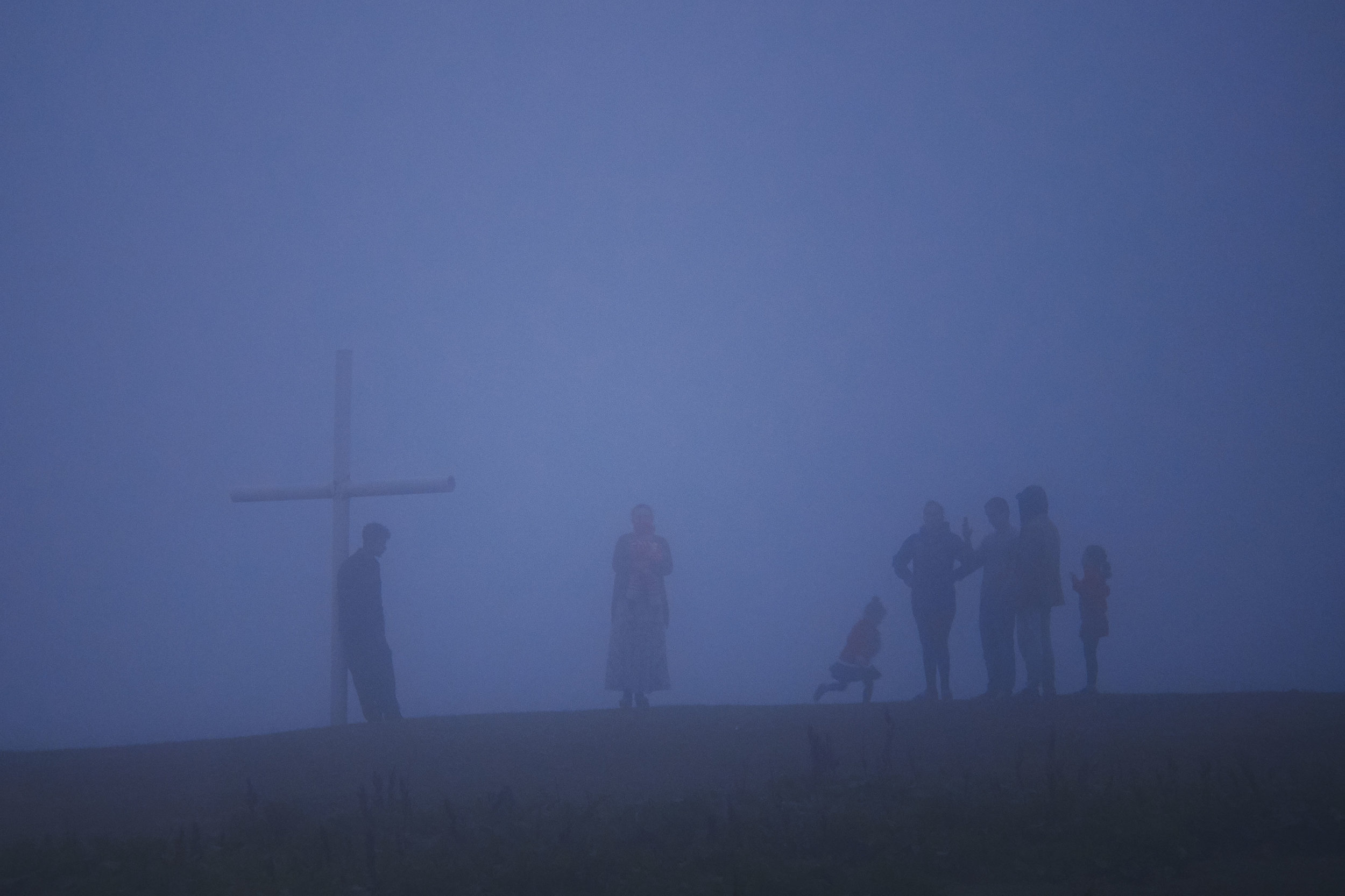 travel-photography-tips-people-in-fog