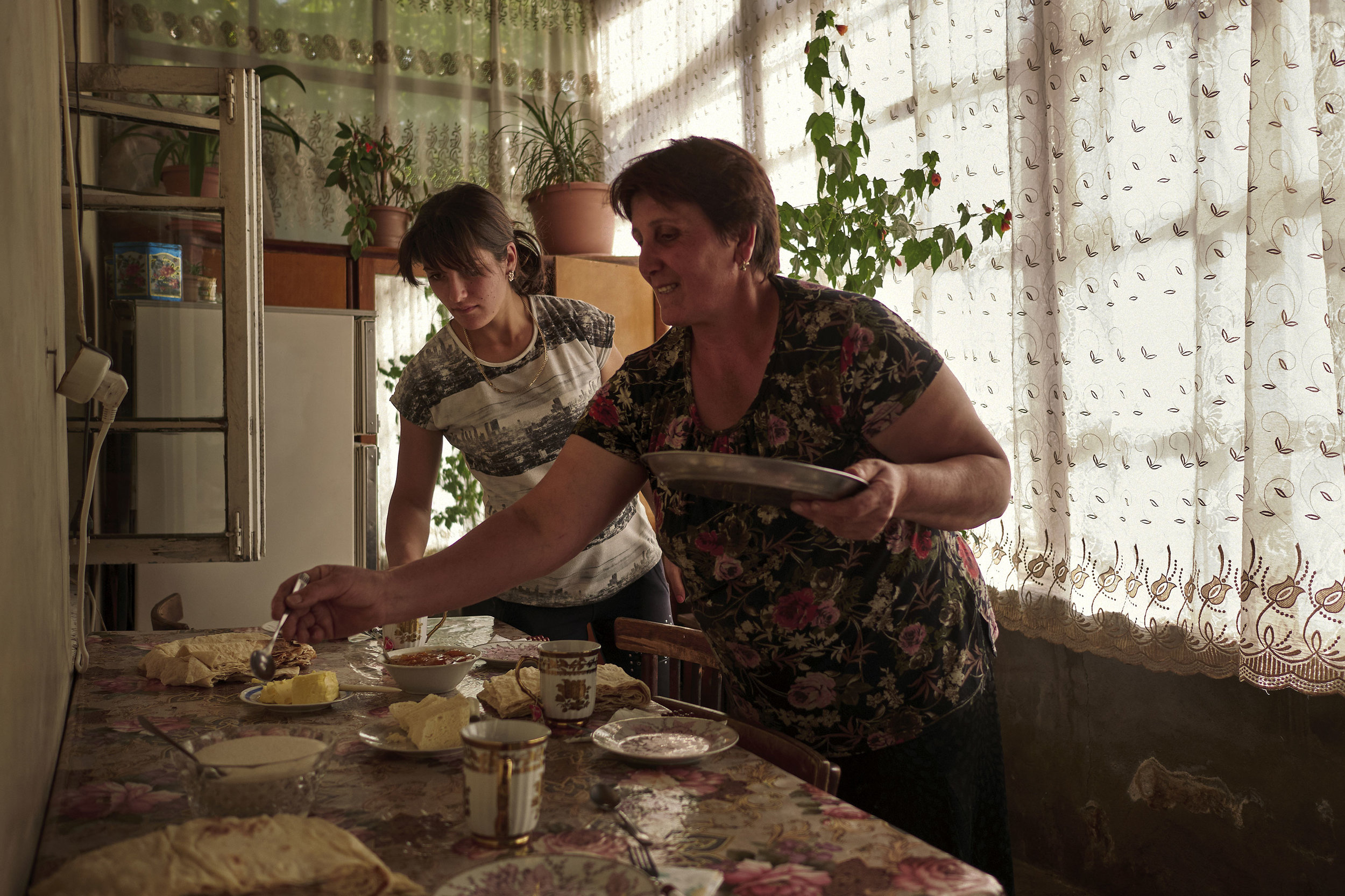 Armenian-women-putting-food-on-the-table
