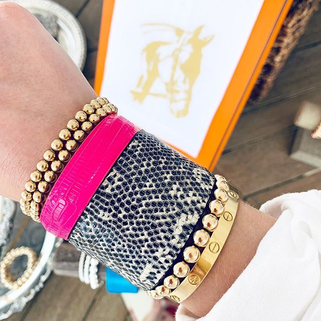 HOT PINK LIZARD FOR THE WIN || Instagram took away our tap to shop feature so please DM US to order.  #dillenjewelry #lillywristlet