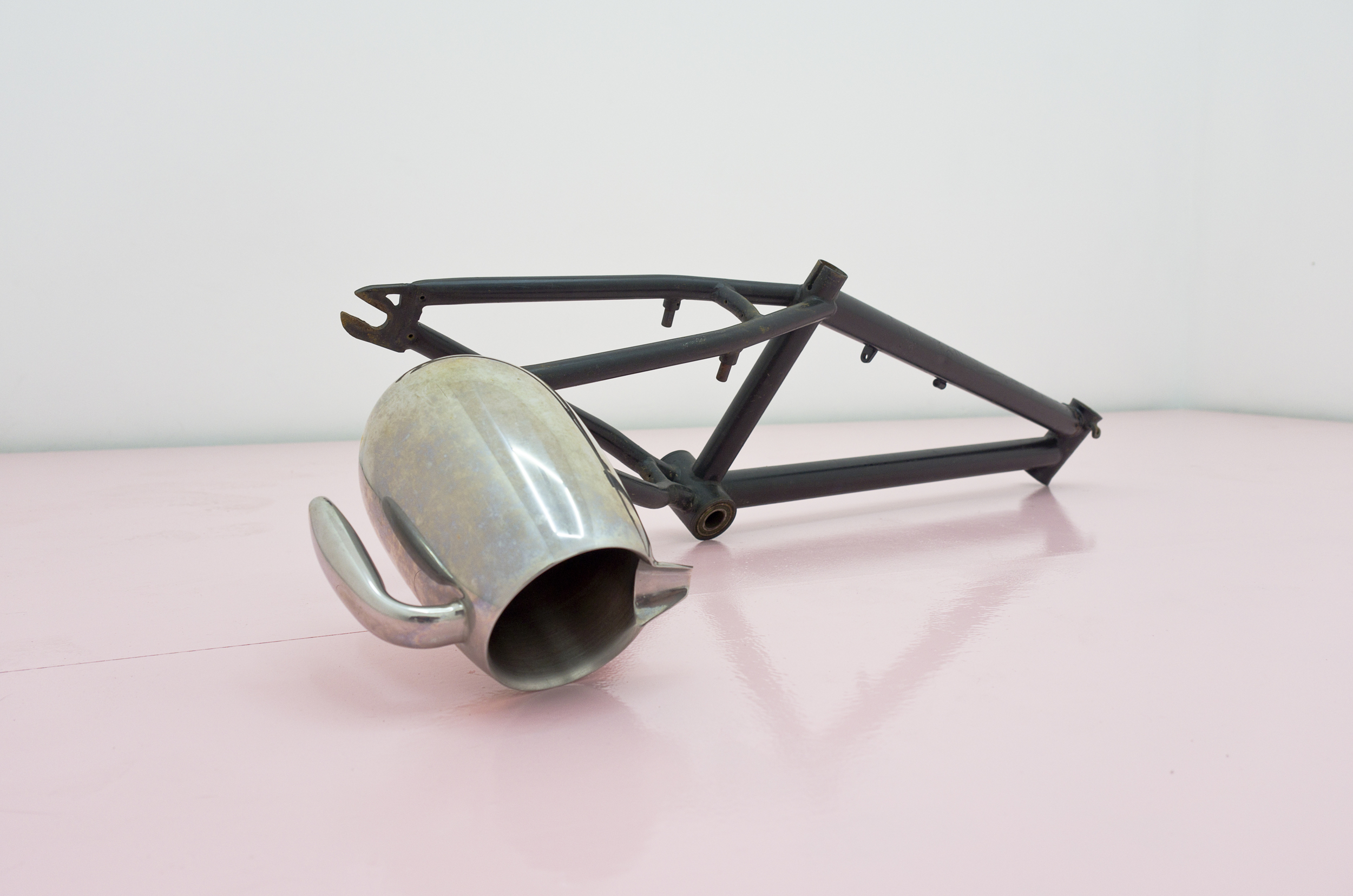 Michael E. Smith,  Untitled , 2014. BMX bike frame, water pitcher. 38.6 x 12.6 x 10.2 inches (8 x 32 x 26 cms)