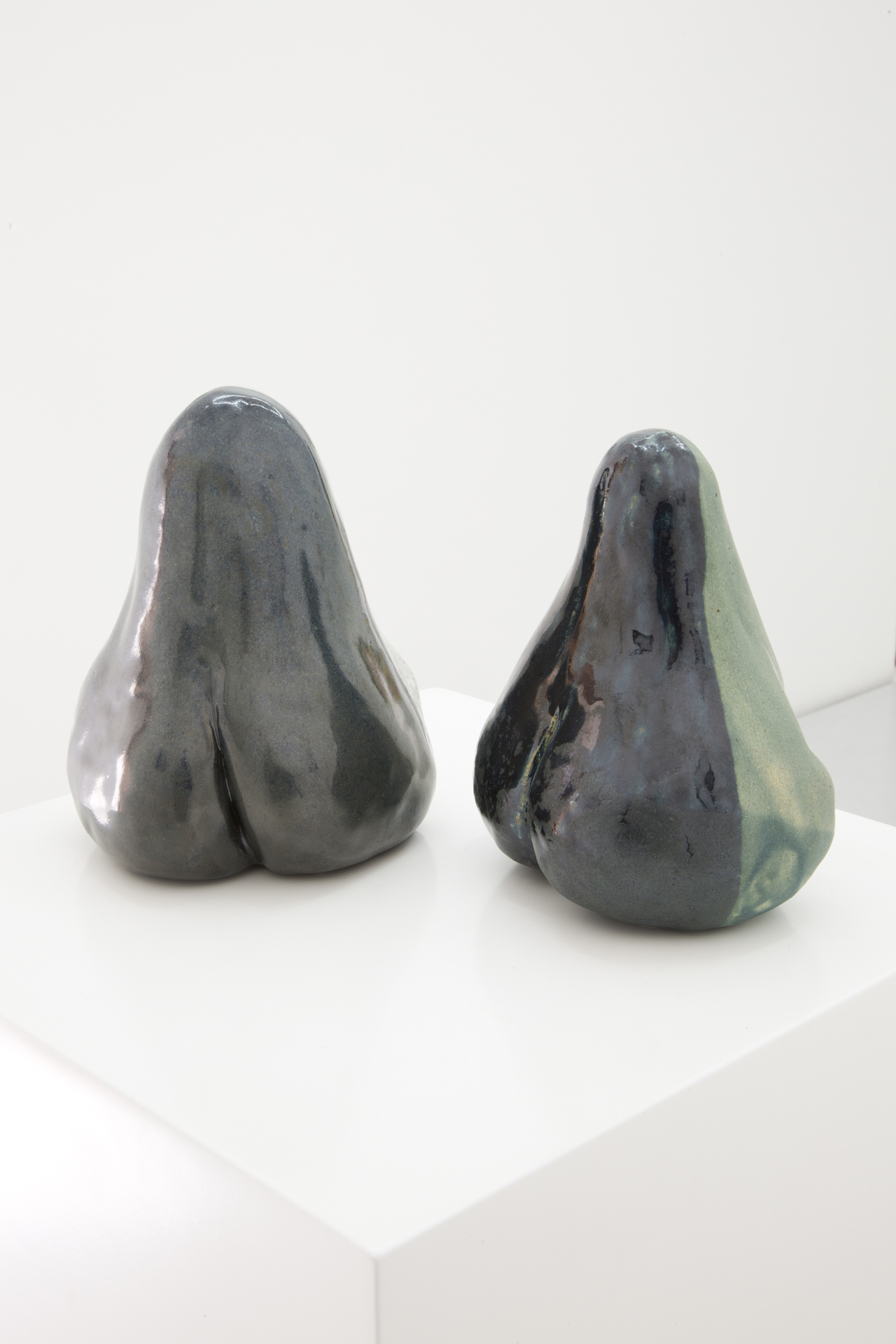 Allison Katz, Arsi–Versi (Nose–Ass–Pear), (2014 – ongoing), 2016. Glazed ceramic, 14 x 14 x 16 cm; 5.5 x 5.5 x 6 in.
