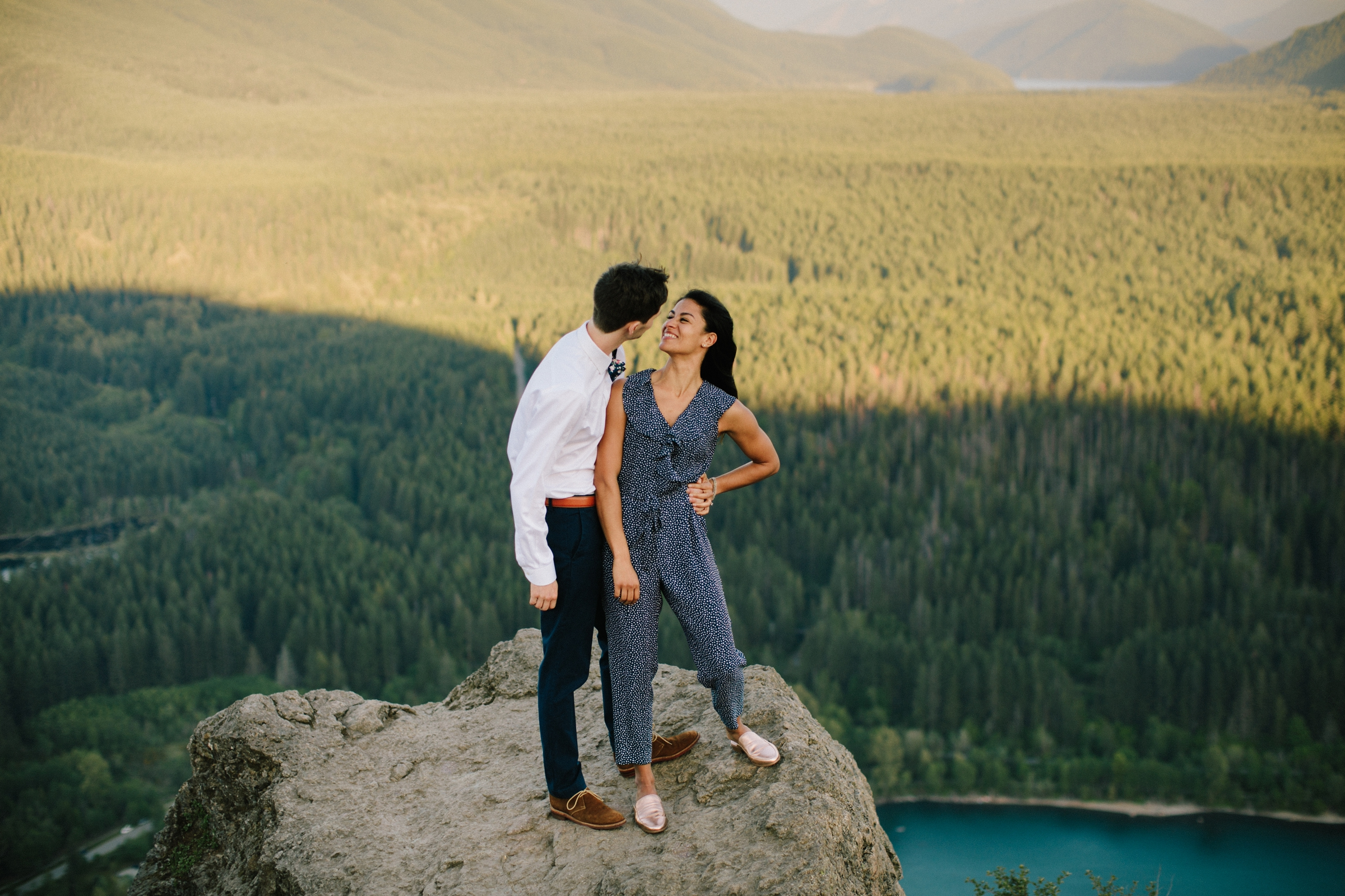 adventure-mountain-top-elopement-photographer-pnw-seattle-washington-wedding-engagement-hike-photography-catie-bergman_0015.jpg