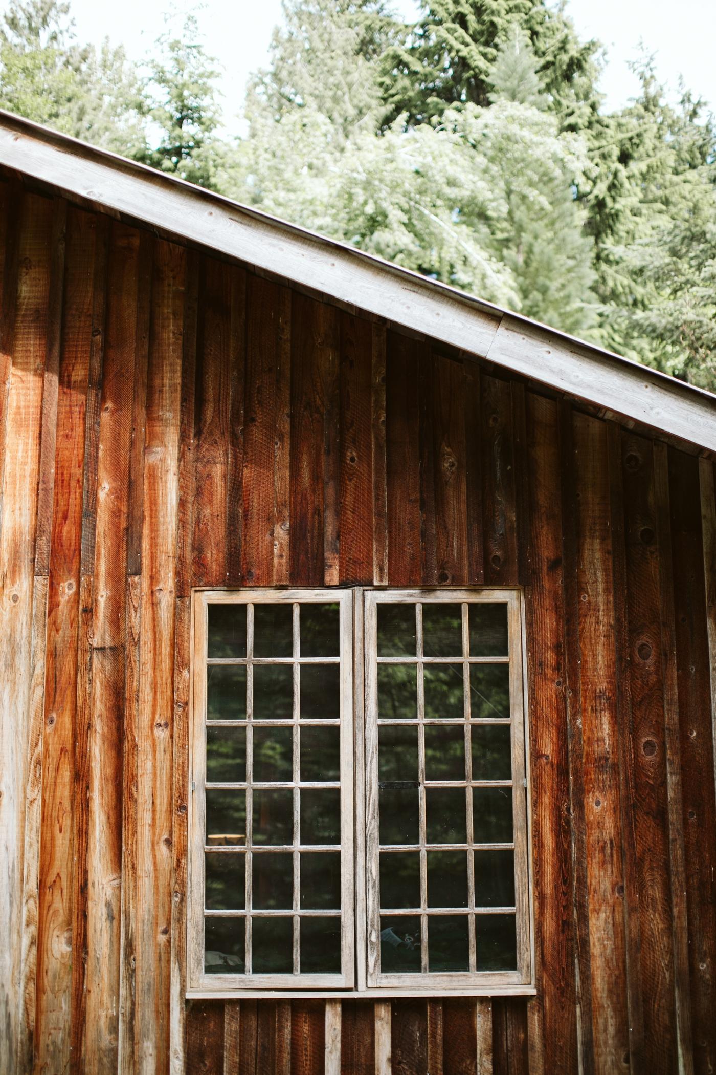 forest-adventure-mountain-top-elopement-photographer-pnw-seattle-washington-wedding-engagement-hike-photography-alaska-anchorage-dutch-harbor-northcascades-mtrainier-pnw-catie-bergman-pacific-northwest-_0115.jpg