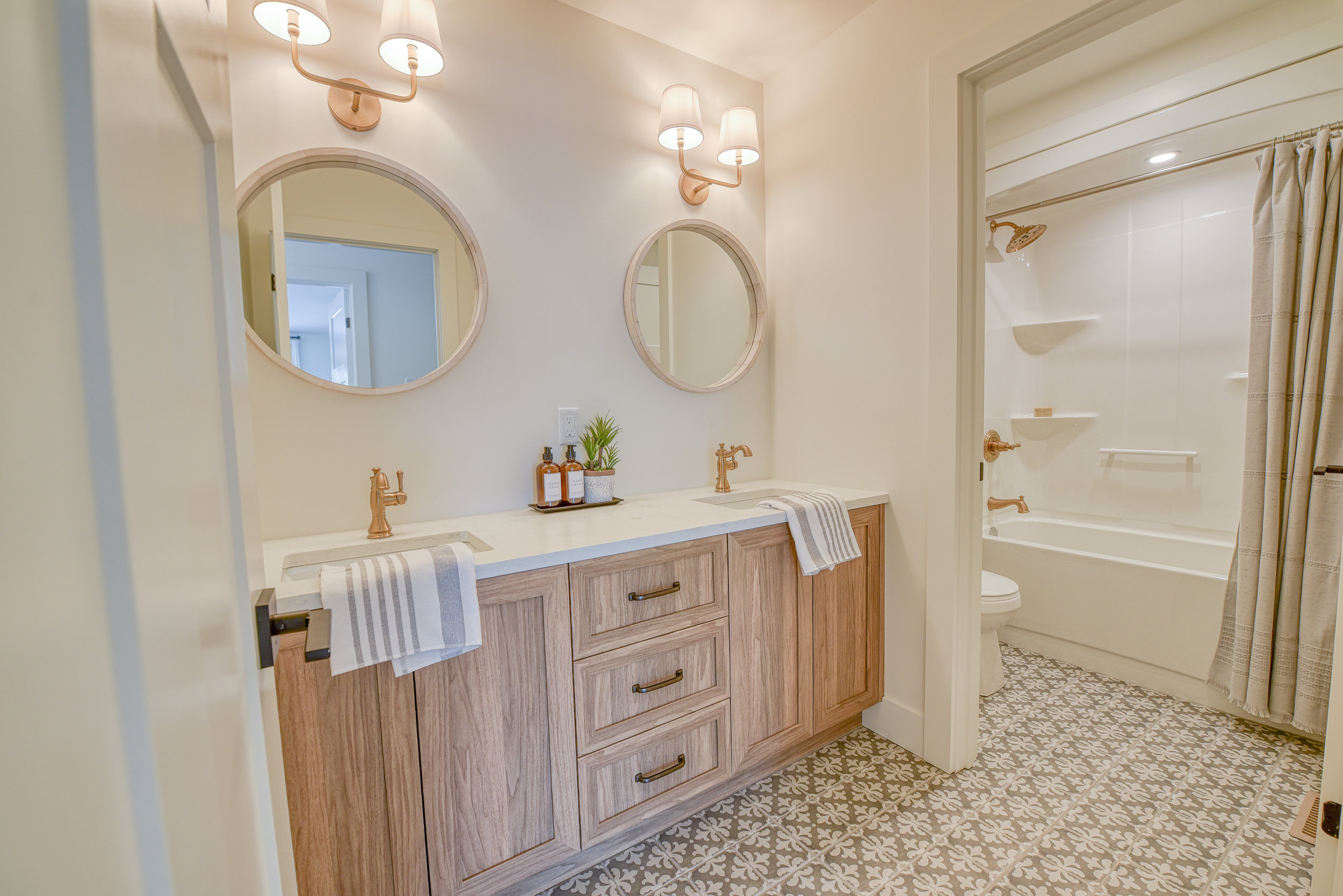 Bathroom 44.jpg