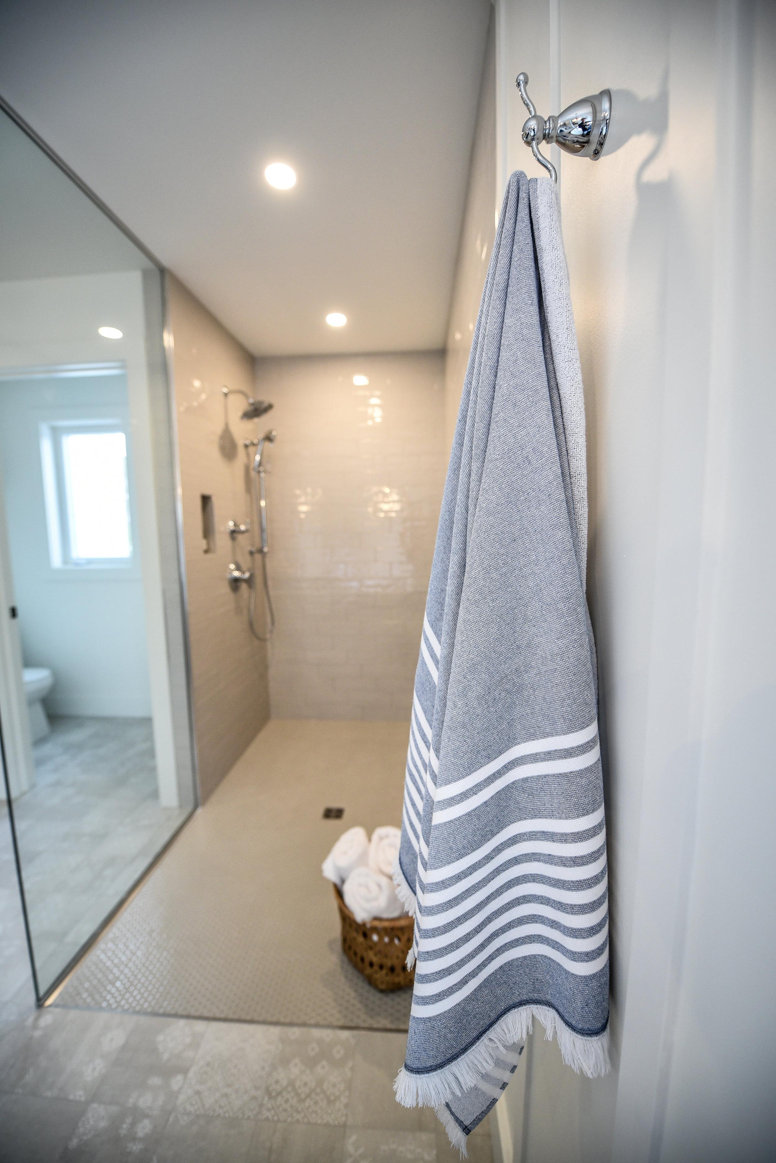 Bathroom Detail 9144.jpg