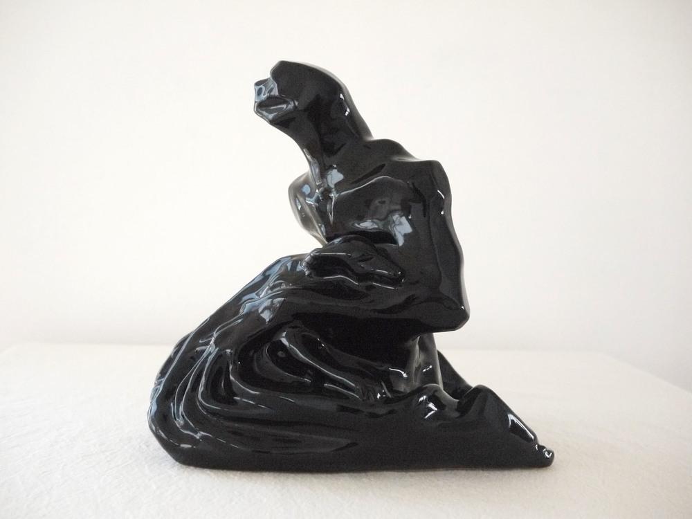 Hombre Murcielago y perro, ceramica de alta temperatura, (Stoneware)21x31x31 cm, 2014-2015