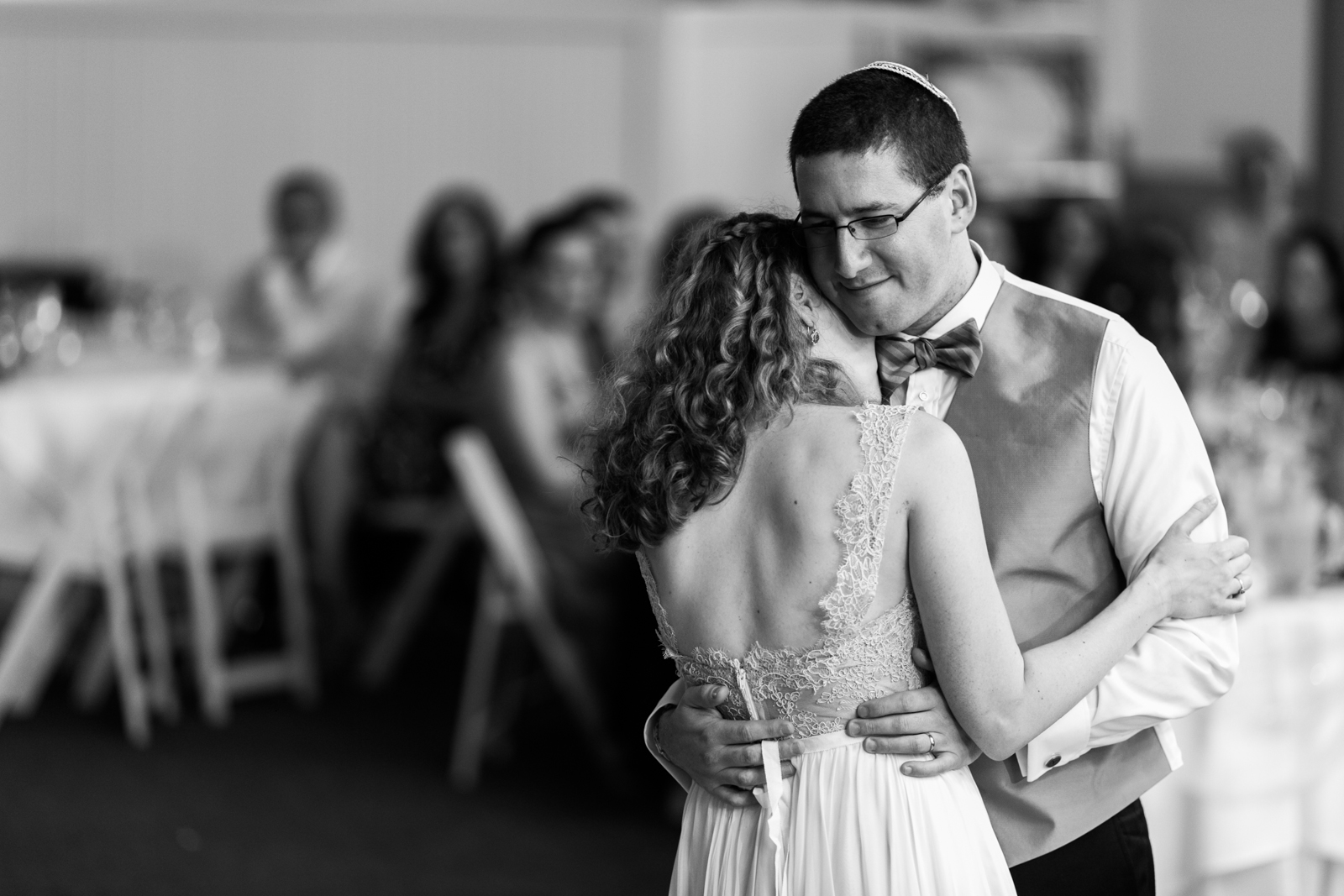 newlyweds reception dancing