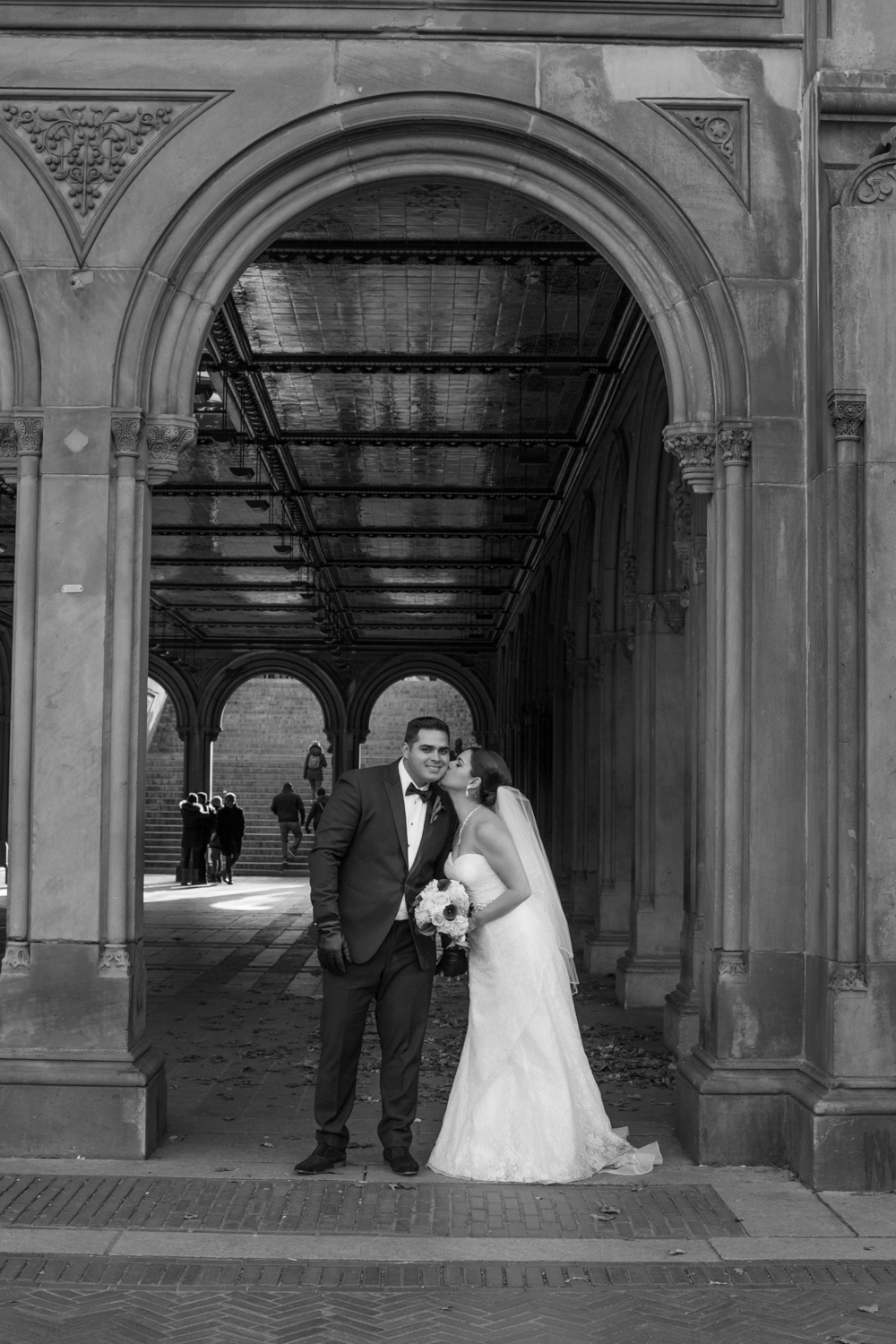 Black and white portrait under the arch