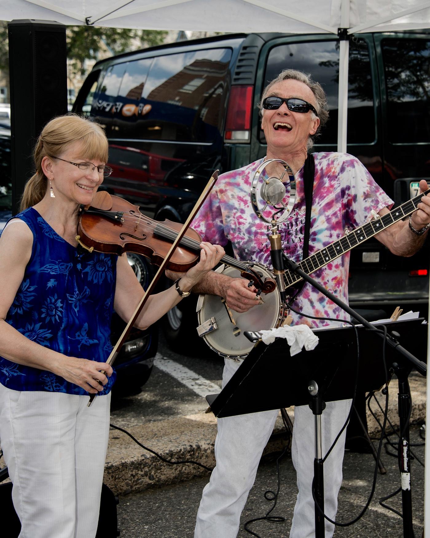 LC at Lansdowne banjo.jpg