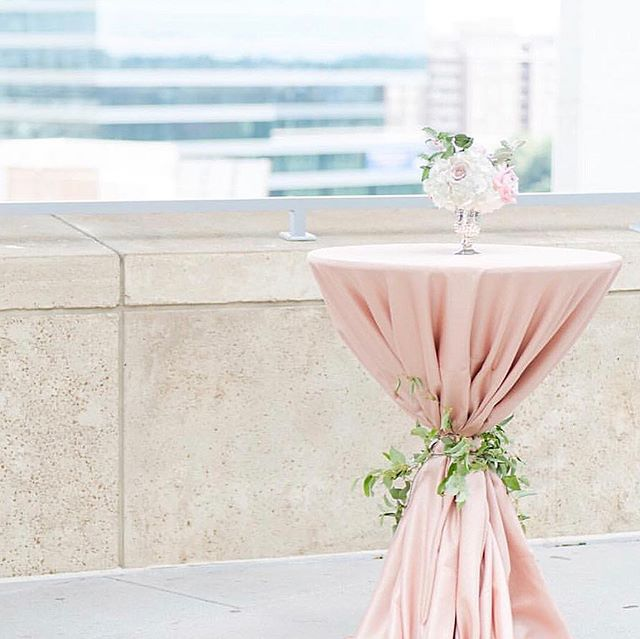 Here at Hazel George, I'm a firm believer that the magic of design lies in the details. When you have an outdoor cocktail party on a rooftop in the city, do not underestimate the wind's power to knock over tables or gust underneath linens. @cluxflorals nailed this look with the greenery tied around the beautiful blush linen, which not only added to the design but was also functional.  Photo by the lovely @katherynjeannephotography and florals by the talented @cluxflorals for @theknot Charlotte Mixer earlier this summer. #theknotsquad #hazelgeorgeevents