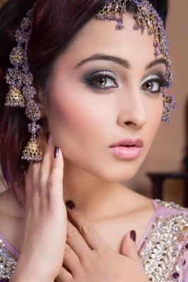 Sonia Sajnani-Indian make up-style bar-edmonton-yeg-wedding.jpg