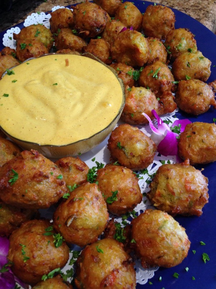 Conch fritters w Caribbean remoulade.jpg