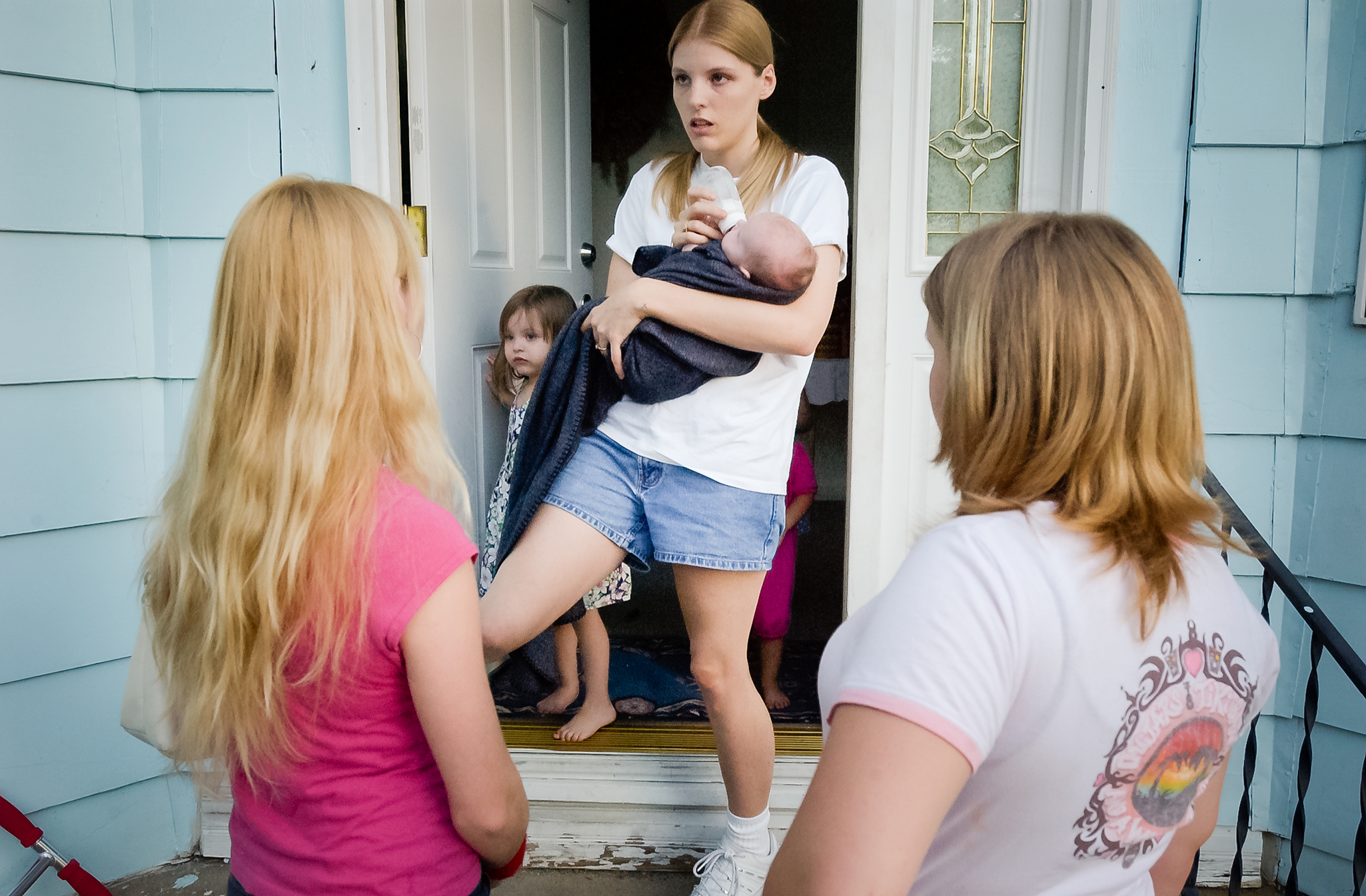 Spirit stops by Becky's house to exchange gossip. Becky, 23, is the former girlfriend of Spirit's brother. She has three children.