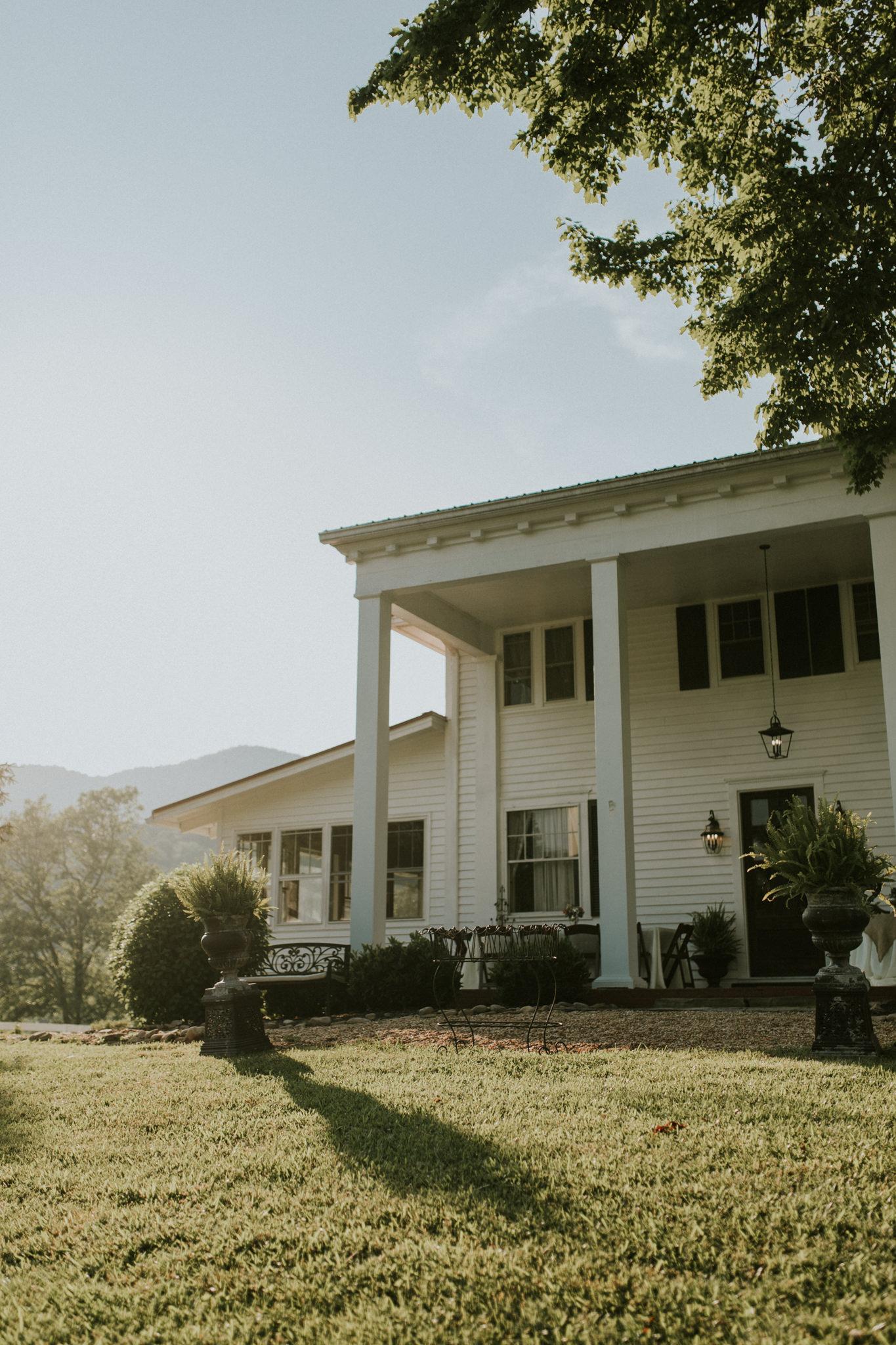 KateMatt-North-Georgia-Wedding-Photographer-Mountain-Laurel-Farm-129.jpg