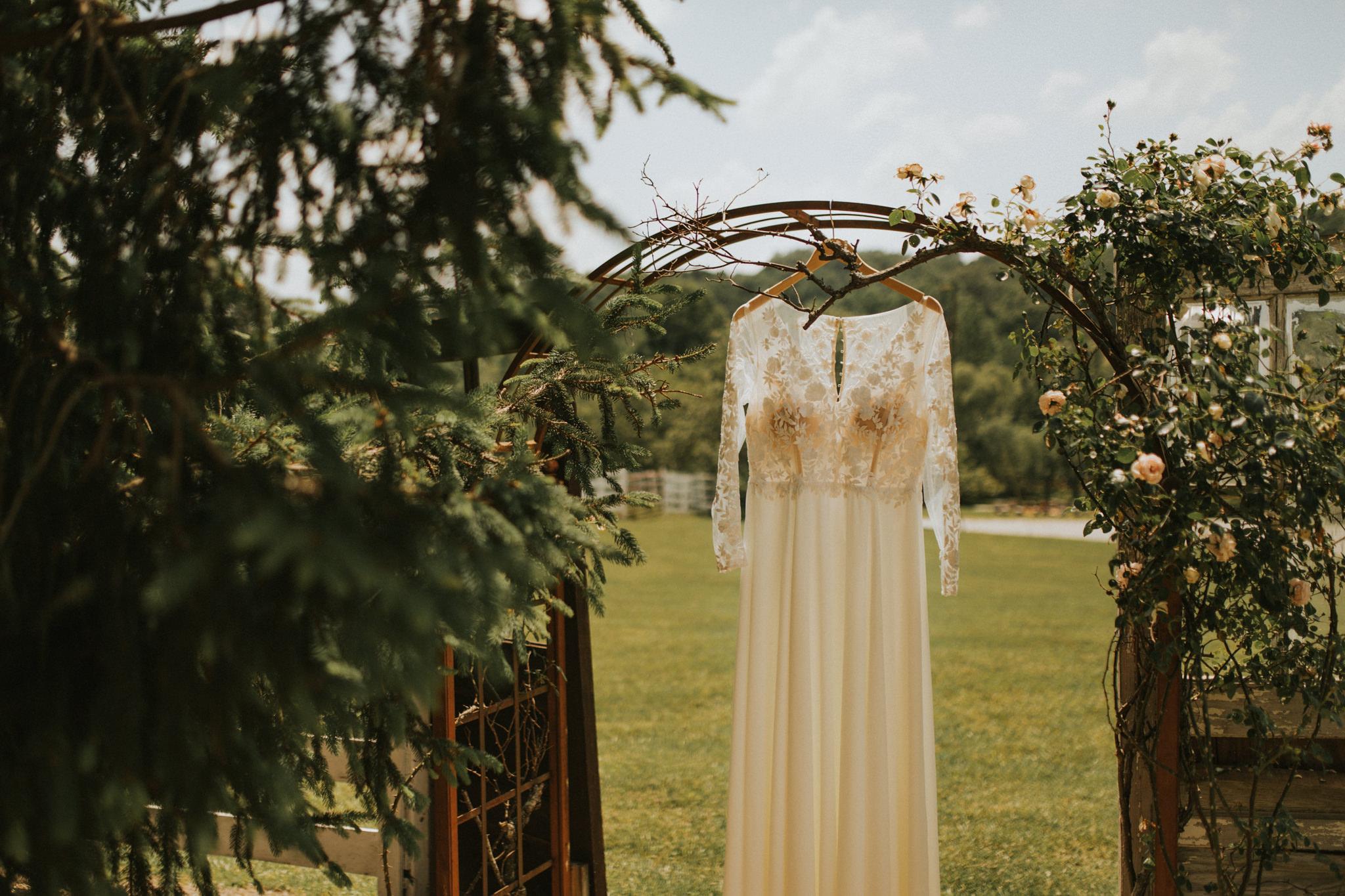 KateMatt-North-Georgia-Wedding-Photographer-Mountain-Laurel-Farm-24.jpg